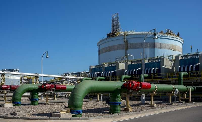 Instalaciones de regasificación y almacenamiento del gas natural licuado en la planta de Sagunt.
