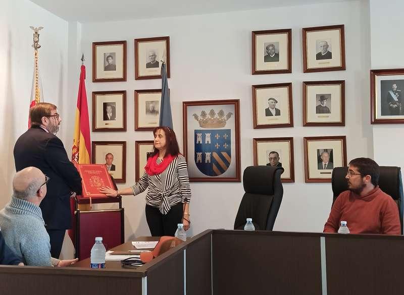 Amparo Bolós en su toma de posesión como alcaldesa de Torres Torres. EPDA
