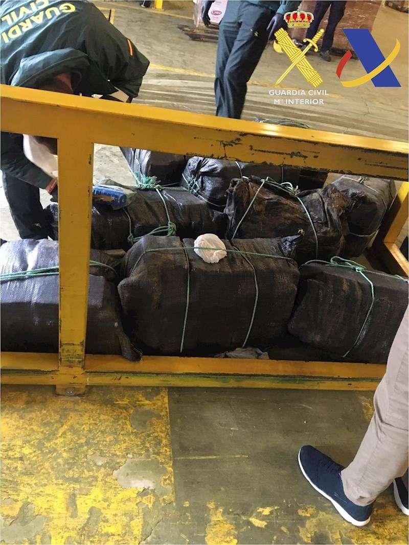 Imagen de la droga incautada facilitada por la Guardia Civil. EFE