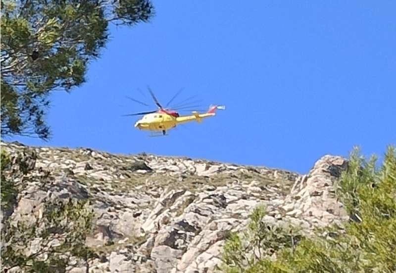 Momento del rescate en helicóptero. Foto: @MaestroTania