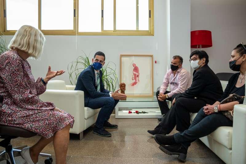 Reunión del alcalde de Mislata con la familia de Enrique Romero.