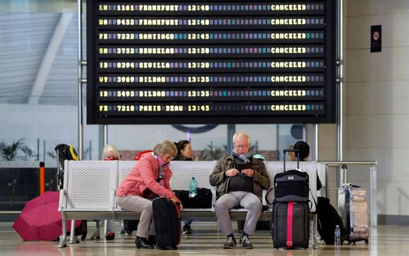 Imagen de archivo del aeropuerto de Manises ( Valencia).EFE/ Manuel Bruque/Archivo