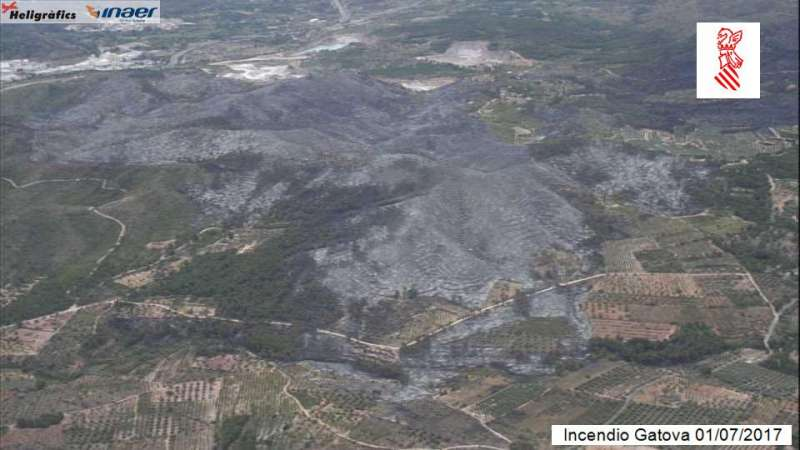 Vista aerea del incendio a primera hora de la mañana. EPDA