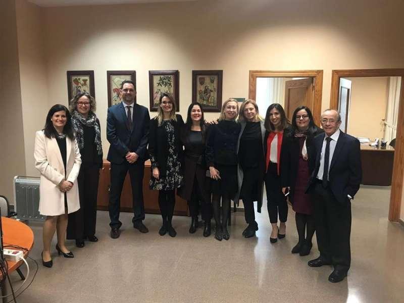 El equipo de psicólogos, psiquiatras, antropólogos y sacerdotes del SAMIC. EFE/SAMIC