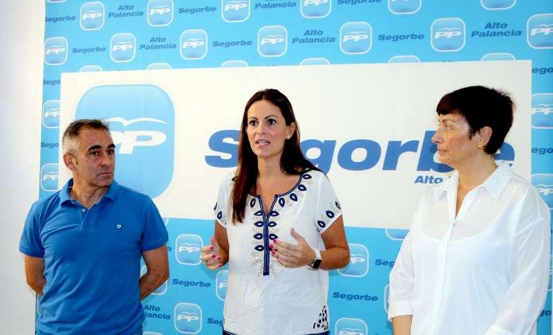 Beatriz Gasco, entre Miguel Barrachina y Mª Carmen Climent