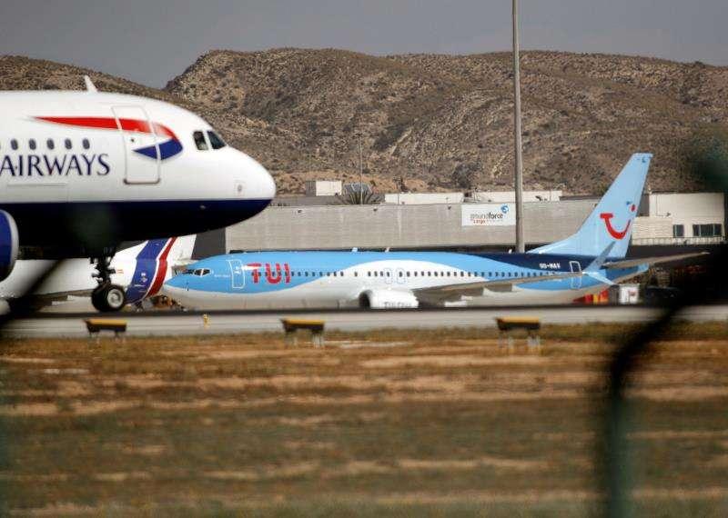 Varios aviones en el aeropuerto de Alicante-Elche. EFE/Archivo