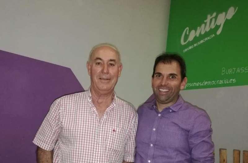 Juan Ruiz, con el presidente provincial de Contigo Manuel Martínez. EPDA