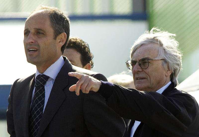 El expresident de la Generalitat valenciana, Francisco Camps (i), y el empresario Bernie Ecclestone. EFE/Archivo