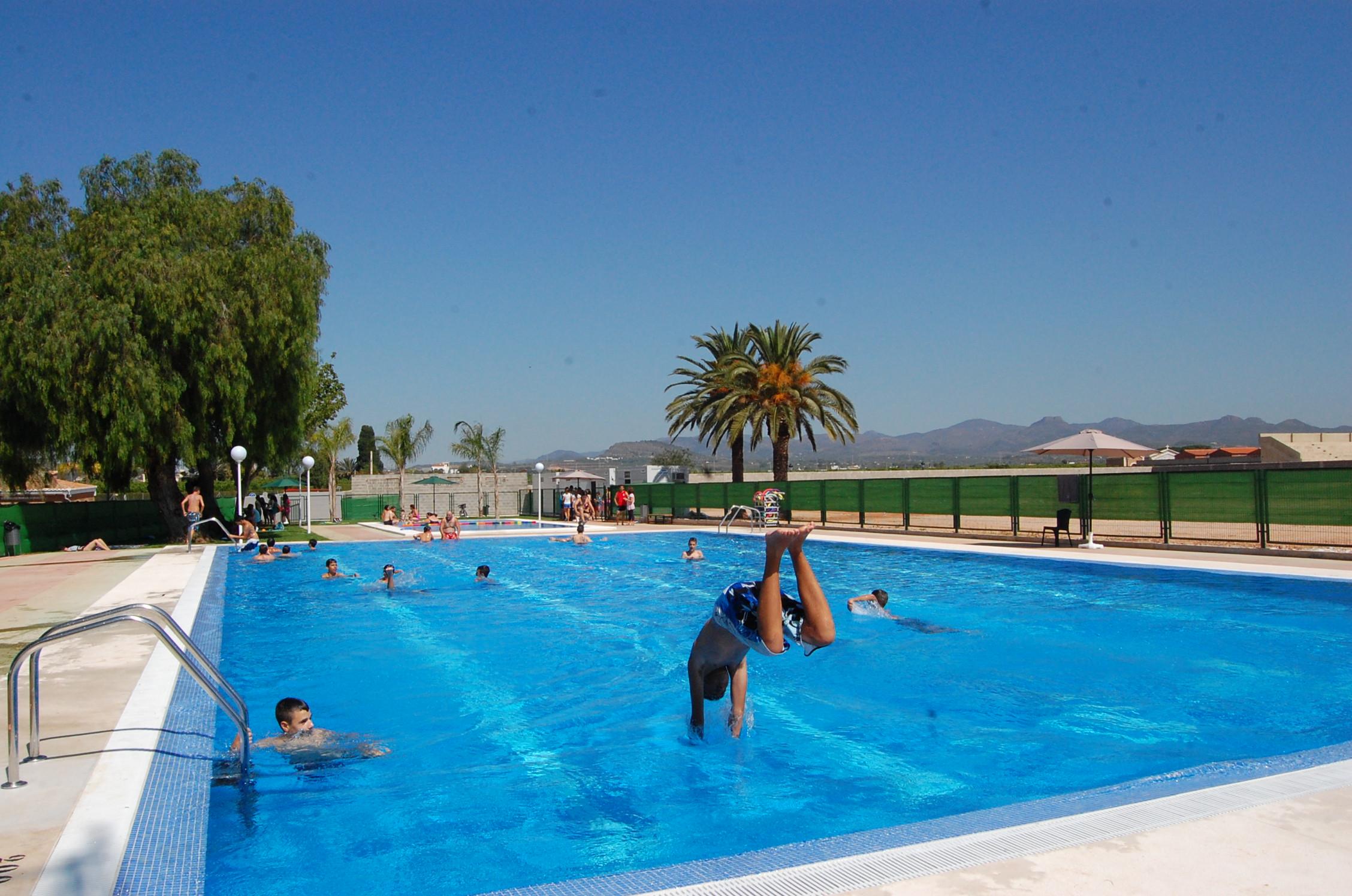 Imagen de archivo de la piscina de verano de Rafelbunyol.