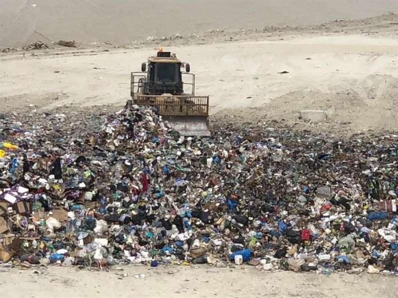 Recogida de basuras en un vertedero. EPDA