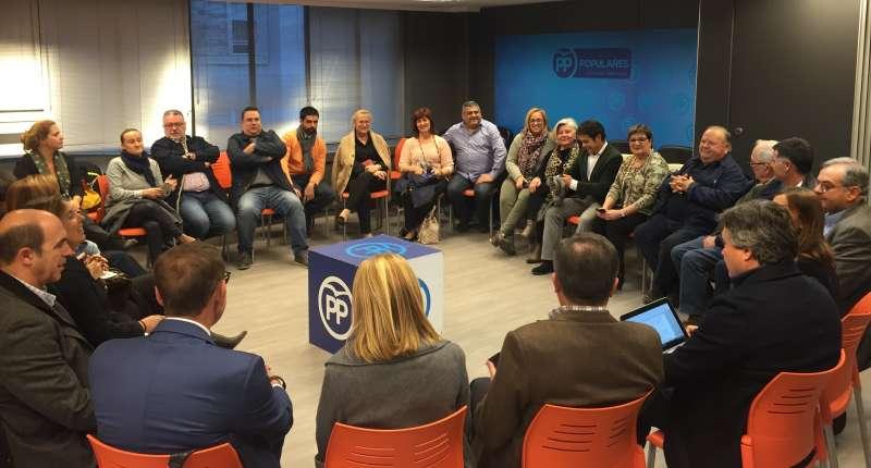 Un momento de la reunión del PP. FOTO PPVAL