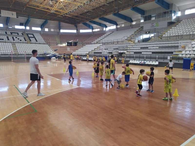 Integrantes de la escola Basquet Llíria entrenan en el Pla de l