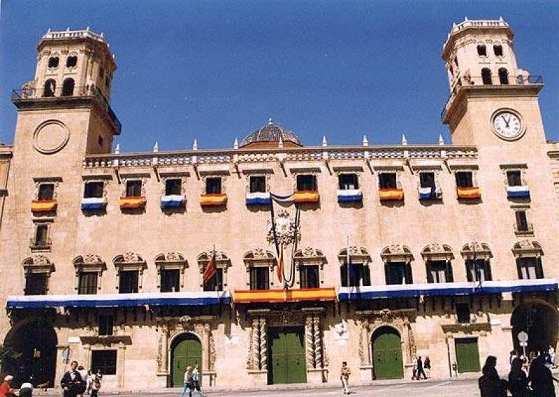 Fachada del Ayuntamiento de Alicante.