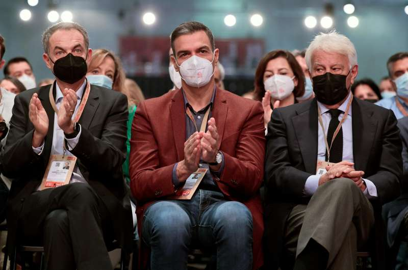 Zapatero, Sánchez y González durante el Congreso. EFE.