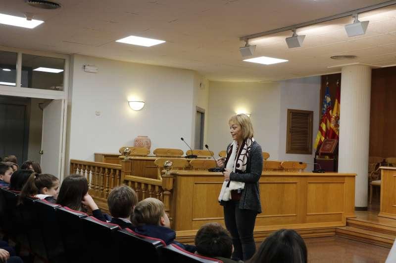 Campos con los alumnos en el ayuntamiento. EPDA
