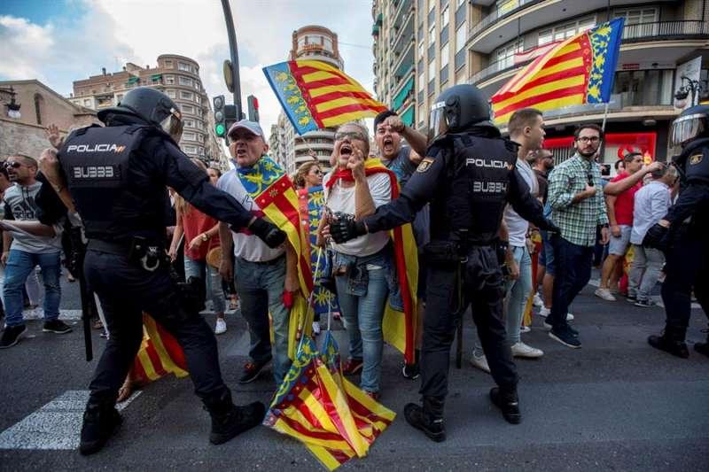 Dispositivo policial en la manifestación de entidades de izquierda y nacionalista del 9 d