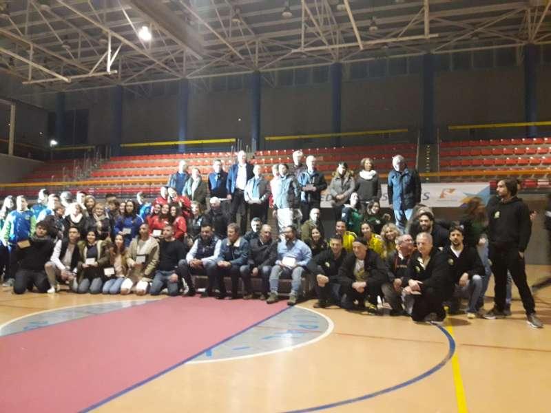 Deportistas, representantes de los diferentes clubes y miembros de la corporación municipal en el acto. / EPDA