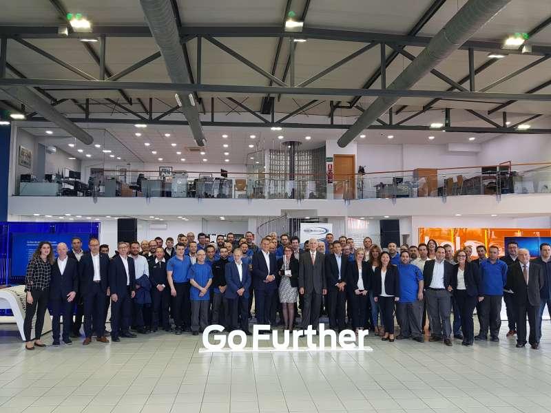 El presidente de Ford con todos los trabajadores de Vedat Mediterráneo.