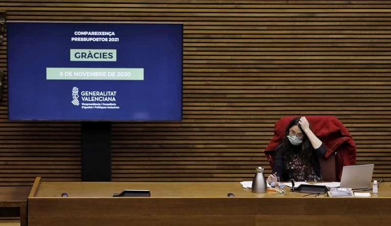 La vicepresidenta del Consell, Mónica Oltra, comparece en Les Corts. EFE/Juan Carlos Cárdenas