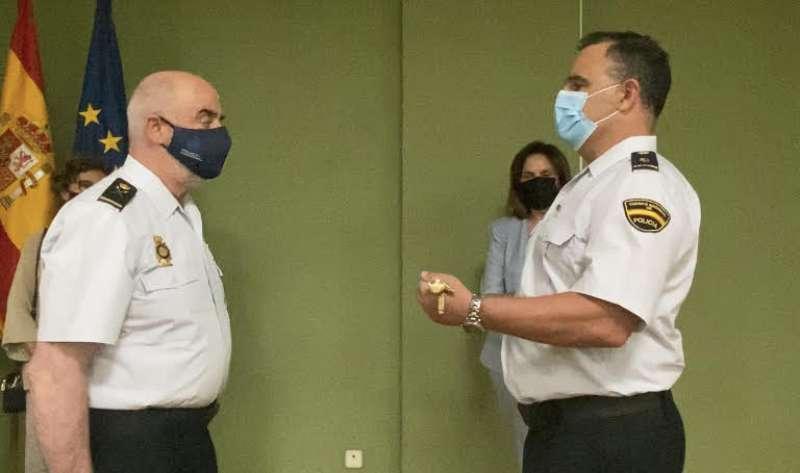 Foto de la entrega del bastón de mando de la Policía Nacional de Quart de Poblet.