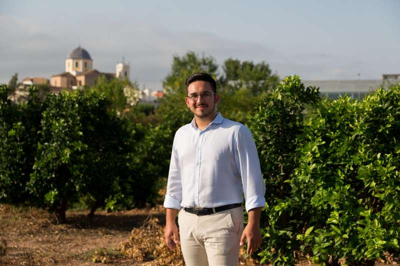 Héctor Troyano visitant el camp. EPDA.