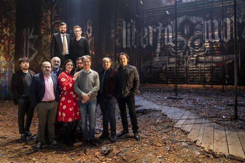 El director artístico de Les Arts, Jesús Iglesias Noriega; el director musical, Roberto Abbado, y los cantantes protagonista de I masnadieri. Foto cedida por Les Arts
