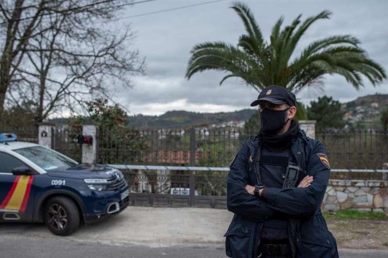 Un agente de la Policía Nacional durante una operación. EFE/Archivo