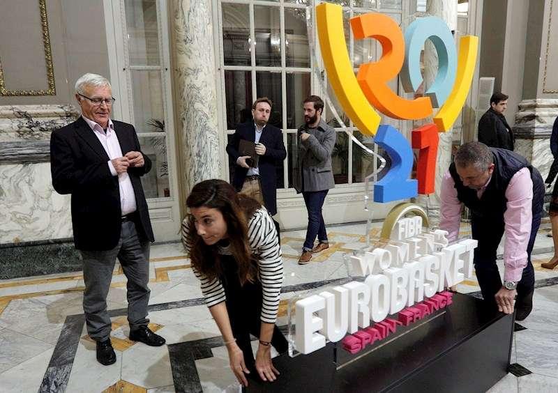 El alcalde de Valencia, Joan Ribó, durante la presentación del logotipo oficial del Eurobasket femenino 2021. EFE