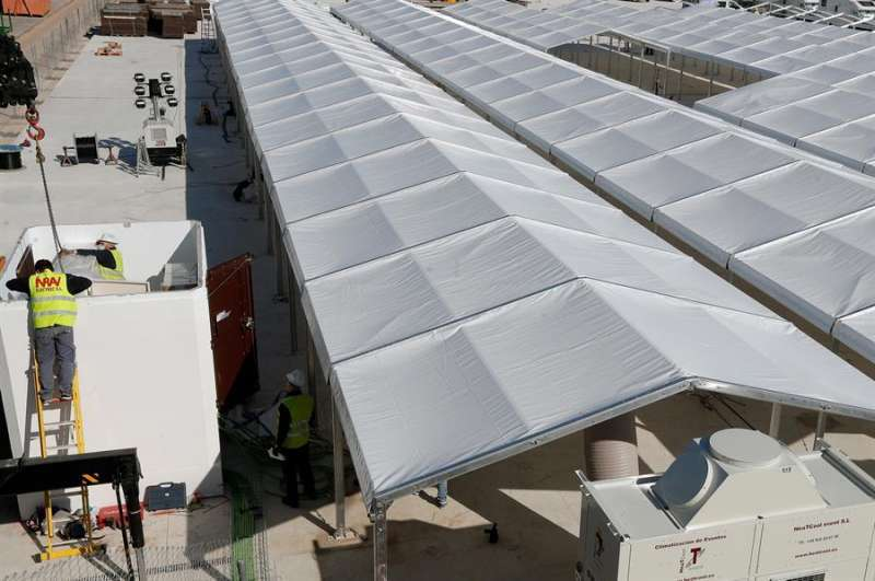 Construcción del hospital de campaña de Valencia