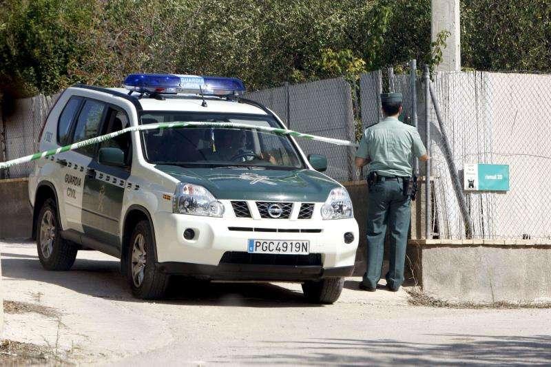 Hallados los cadáveres de dos hombres en descomposición en Casinos. Una patrulla de la Guardia Civil en una intervención. EFE/Archivo