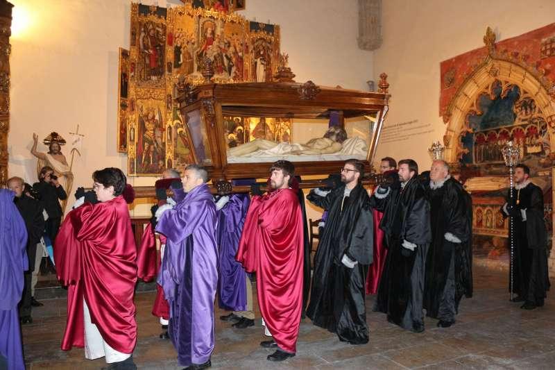 La procesión recorrió el claustro