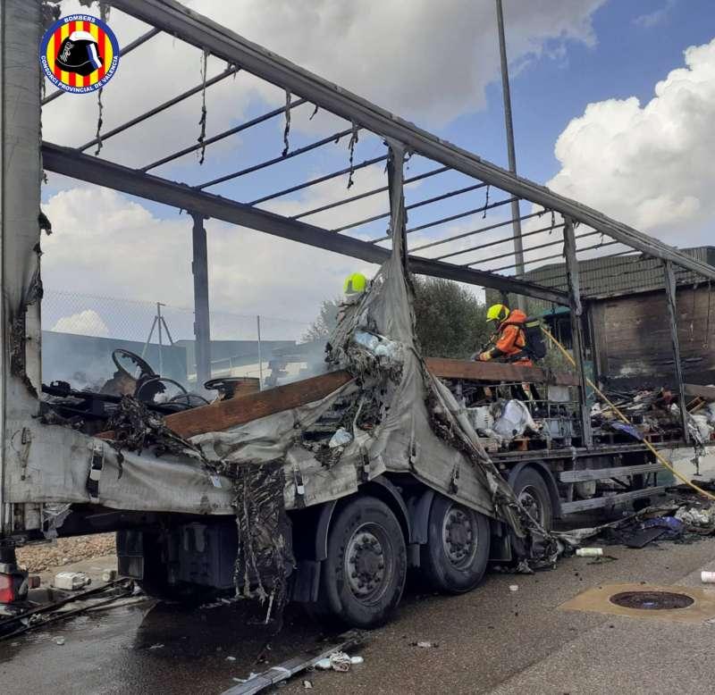 Imagen de como quedó el camión. / EPDA
