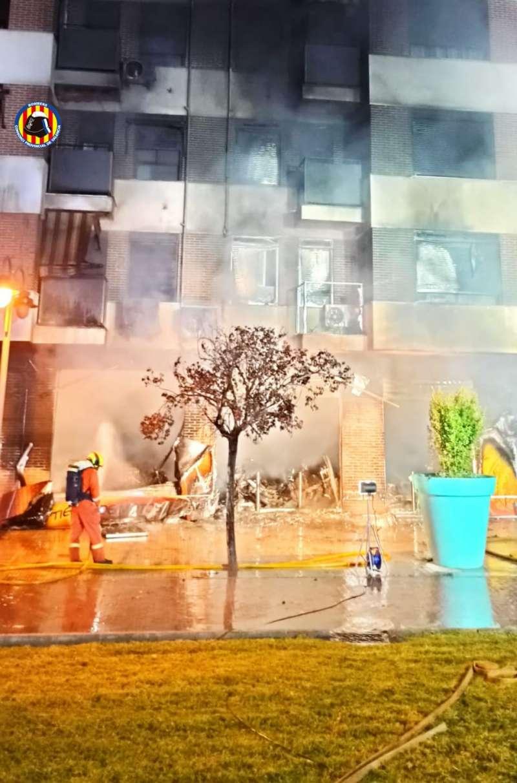 El incendio ha afectado a la primera planta y a la fachada del edificio