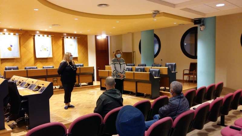 La alcaldesa, Maria Josep Safont, y la concejala de Políticas Activas de Empleo, Esther Meneu, les han dado la bienvenida