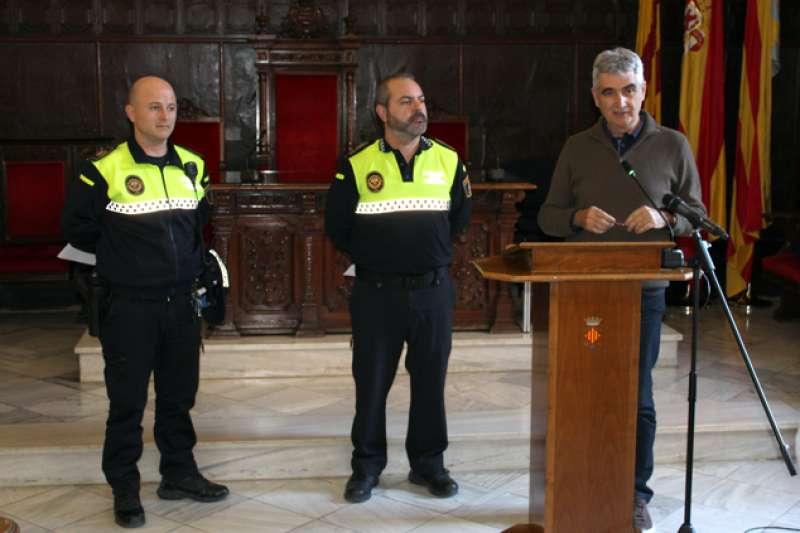 El concejal de Policía Local, Enric Ariño; el intendente general de la Policía Local, Rafael de Manuel, y el agente de la Policía Local Carlos Duet.