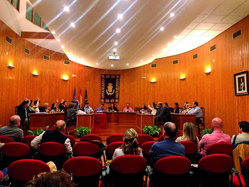 Votación a favor de la moción sobre la fábrica en el pleno de noviembre. / epda