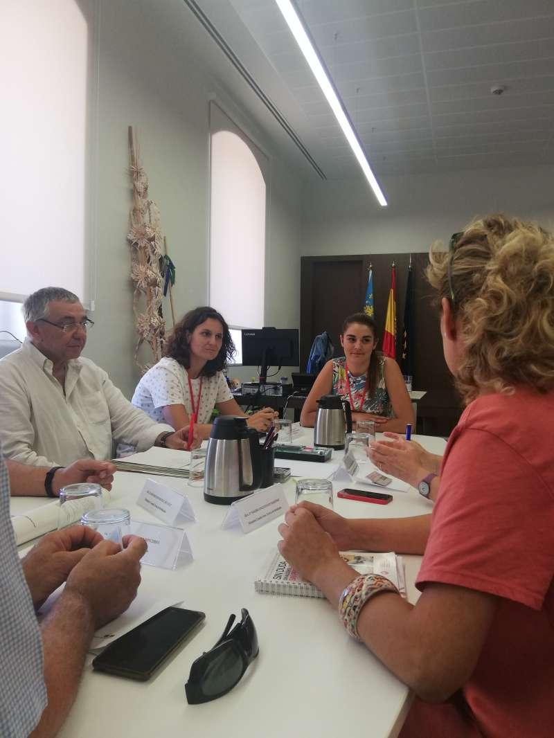 Mireia Mollà y Paula Tuzón reunidas con los representantes de Egesava. EPDA