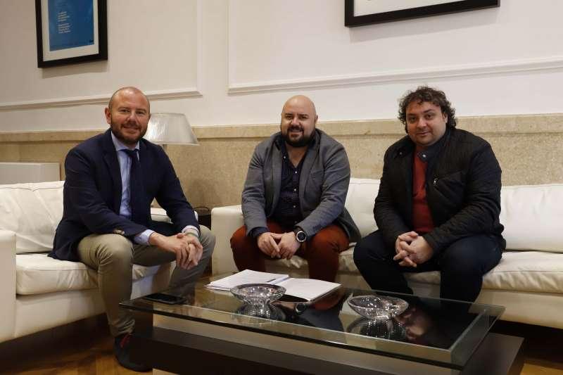 El presidente de la Diputació con el alcalde y el concejal de Gilet. EPDA