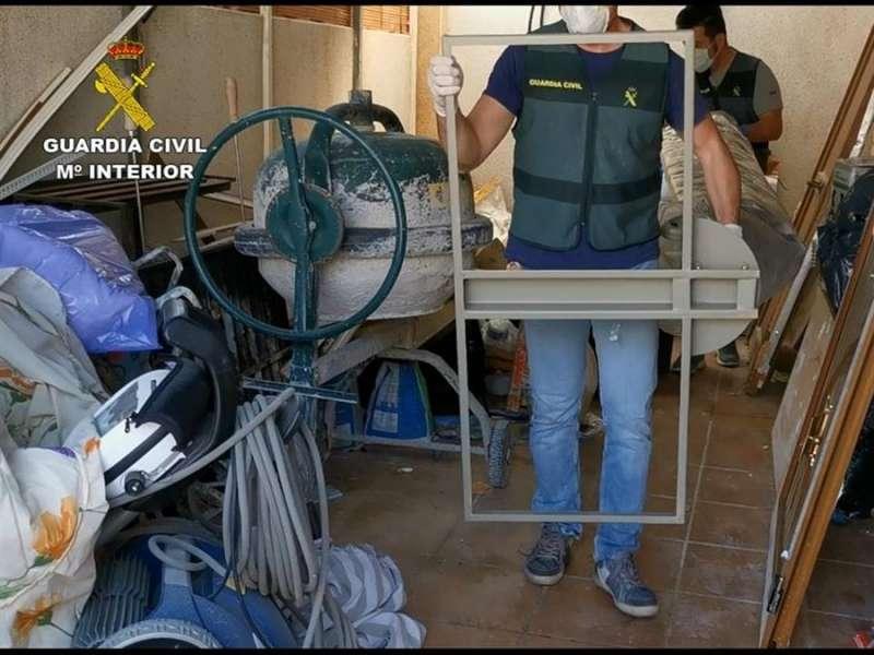Intervención de algunos de los efectos sustraídos, en una imagen de la Guardia Civil.