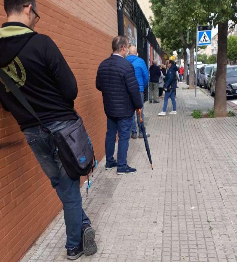 Colas en una de las oficinas de Correos de la Comunitat Valenciana. EPDA
