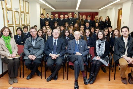 Casi cincuenta alumnos y varios profesores del colegio IALE de Valencia han visitado la FVEA. FOTO: EPDA
