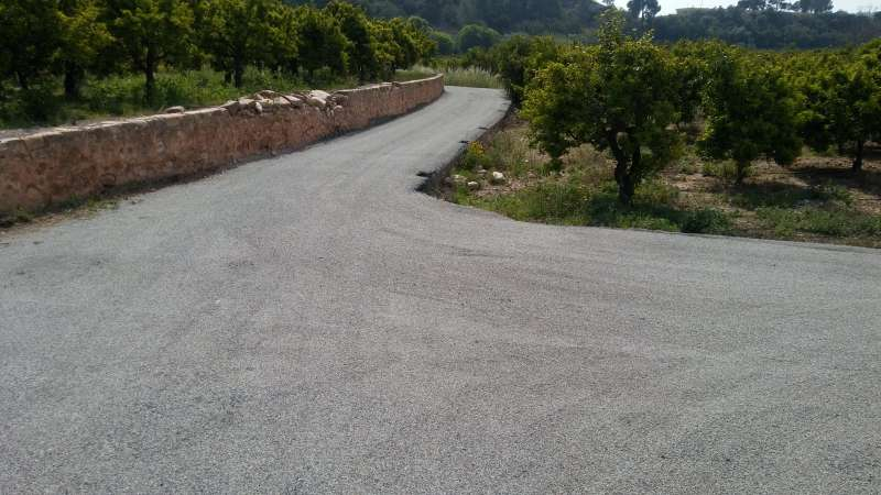 Uno de los caminos rurales que se mejorarán con el plan de la Diputació. EPDA