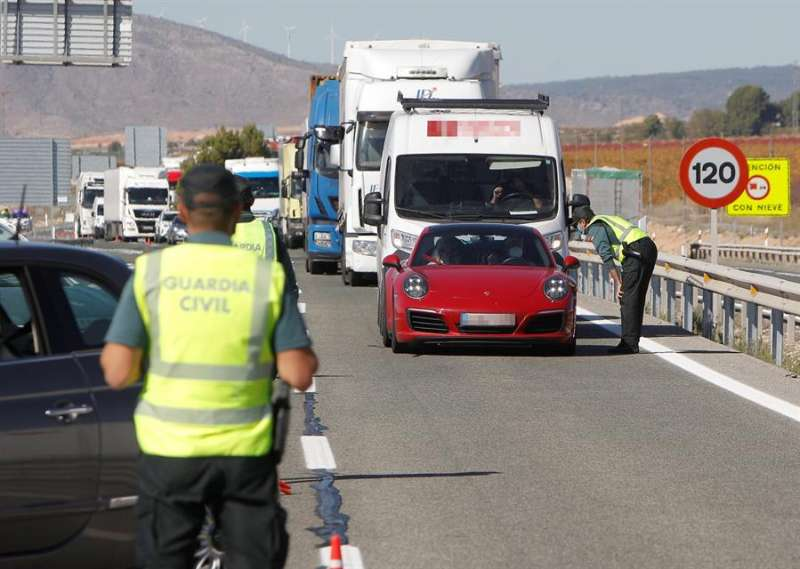 Un control de la Guardia Civil en la A-31 en la provincia de Alicante. EFE/ Morell/Archivo