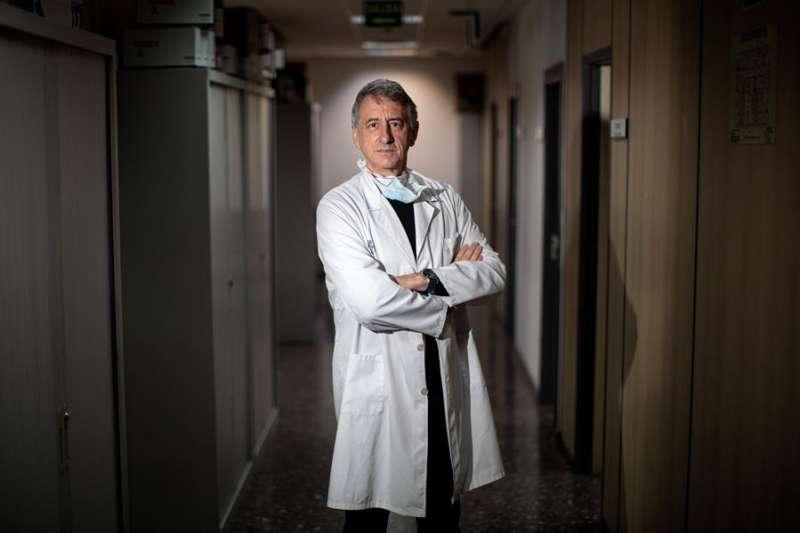 El psicólogo clínico del Hospital General de València Mariano Navarro. EFE/Biel Aliño