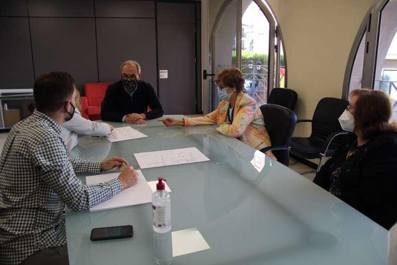 Reunión del Ayuntamiento con las asociaciones de mujeres del municipio. / EPDA