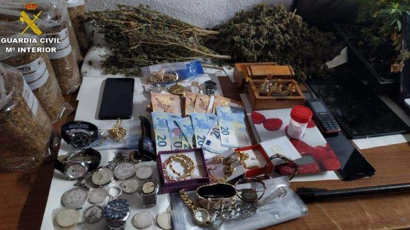Una imagen del material intervenido facilitada por la Guardia Civil. EFE