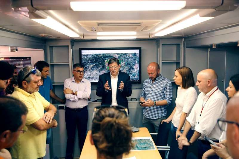 Equipo de coordinación con el presidente de la Generalitat, el delegado del Gobierno y el presidente de la Diputación. FOTO DIVAL