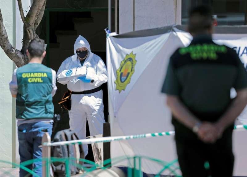 La Guardia Civil, en la vivienda donde se ha producido el suceso.