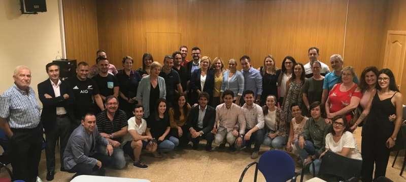 Grupo de asistentes a la reunión comarcal, con poco portavoces y alcaldes. EPDA