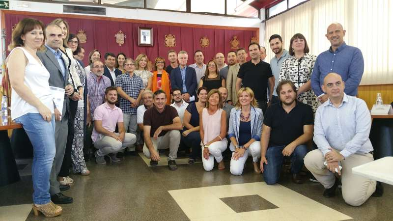 El participants en la signatura del pacte territorial. //EPDA